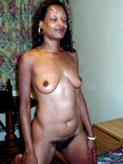 Skiny black milf happy for shows your nude holes