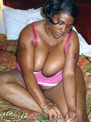 Plump ebony mature babe in pink corset